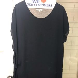 Tops - Black top with grey lining